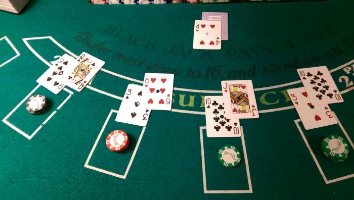 Blackjack en ligne : quels sont les éléments qu'une table de Blackjack doit comporter ?
